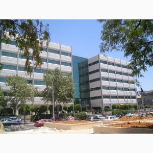 למכירה משרדים בפתח תקווה בבניין יוקרתי