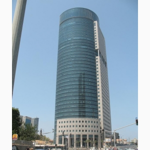 משרדים במגדל יוקרתי בפתח-תקווה